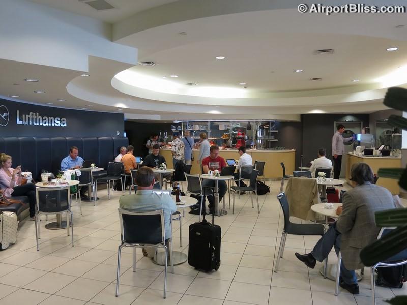 Lufthansa Business Lounge IAD Lounge Review